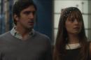 """Renato Góes (Renato) e Alice (Sophie Charlotte) em cena de """"Os Dias Eram Assim"""" (Foto: Reprodução/Globo)"""