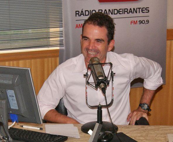 Bandeirantes Comemora Dia Do Jornalista De Forma Inusitada