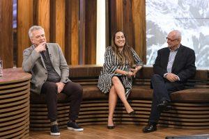 Pedro Bial com os diretores Mônica Almeida e Ingo Ostrovsky no estúdio do programa (Foto: Globo/Ramón Vasconcelos)