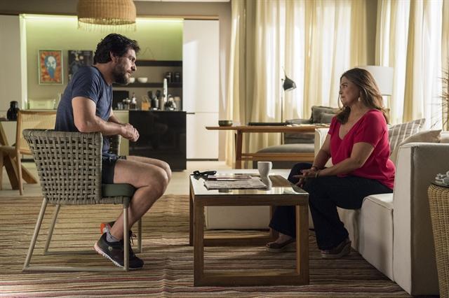 Caio (Rodrigo Lombardi) e Aurora (Elizângela) em cena de A Força do Querer (Foto: Globo/Estevam Avellar)