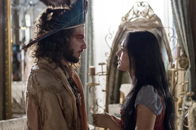Joaquim (Chay Suede) e Anna (Isabelle Drummond) se reencontram em 'Novo Mundo' (Foto: Globo/Estevam Avellar)