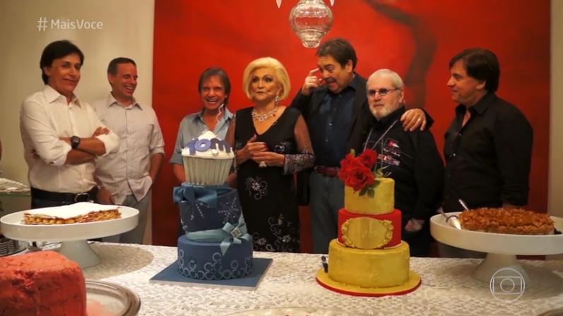 Hebe Camargo com amigos em seu último aniversário (Foto: Reprodução/Globo)