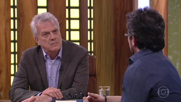 Pedro Bial entrevista o padre Fábio de Melo (Foto: Reprodução/Globo)