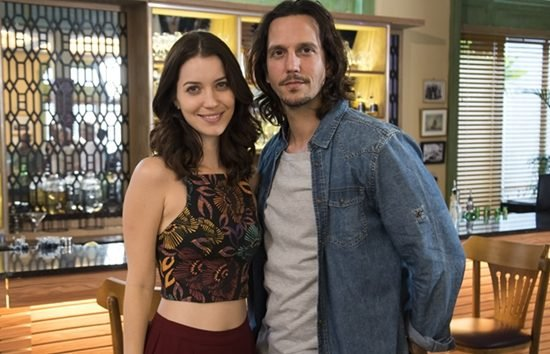 """Júlia (Nathalia Dill) e Gui (Vladimir Brichta) em """"Rock Story"""" (Foto: Globo/Cesar Alves)"""