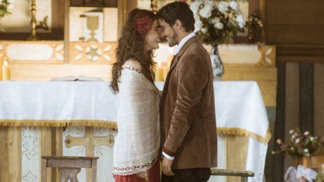 Renato (Renato Góes) e Rimena (Maria Casadevall) se casam (Foto: Globo/Mauricio Fidalgo)