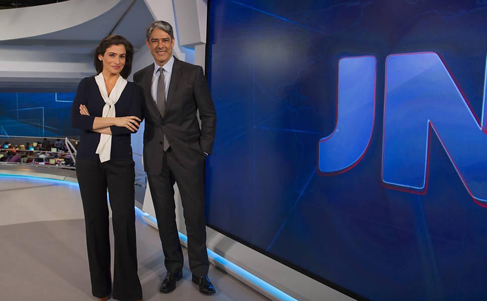 """Renata Vasconcellos e William Bonner na bancada do """"Jornal Nacional"""" (Foto: Globo/Reprodução)"""