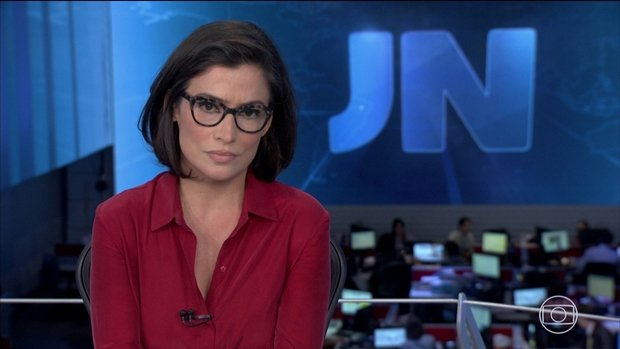 Renata Vasconcellos no plantão do jornalismo (Foto: Reprodução/Globo)