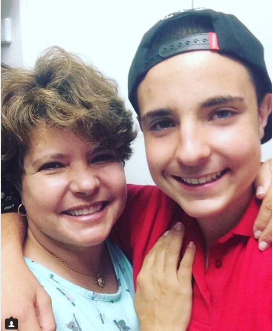 Filho de Gugu Liberato, João Augusto, posta foto rara com a mãe