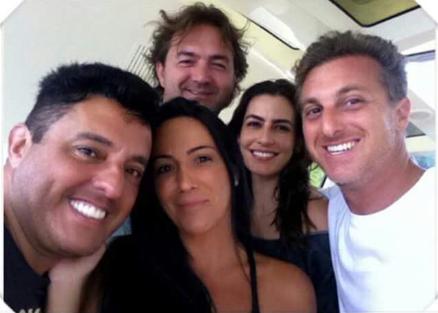 Luciano Huck nega ter apagado fotos com Aécio Neves
