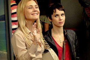 Carminha (Adriana Esteves) e Nina (Deborah Falabella) em Avenida Brasil da Globo (Foto: Reprodução)