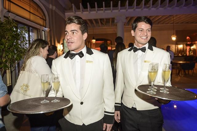 Thiago Martins (Julio) e Bruno Nunes (Elias) no lançamento de 'Pega Pega' (Foto: Globo/João Miguel Júnior)