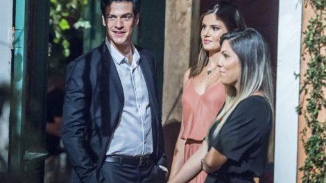 """Eric (Mateus Solano) e Luiza (Camila Queiroz) em """"Pega Pega"""" (Foto: Globo/Mauricio Fidalgo)"""