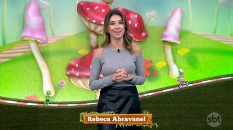 """Rebeca Abravanel no comando do """"Bom Dia e Cia"""" no SBT (Foto reprodução)"""