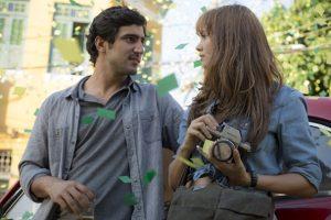 """Renato Góes (Renato) e Sophie Charlotte (Alice) em cena de """"Os Dias Eram Assim"""" (Foto: Divulgação/Globo)"""
