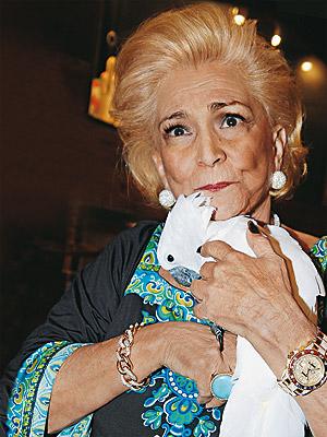 A apresentadora com sua ave calopsita (Foto: Reprodução/Google)
