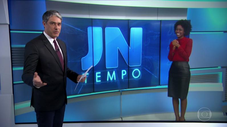 """William Bonner e Maju Coutinho no """"Jornal Nacional"""" (Foto: Reprodução/Globo)"""
