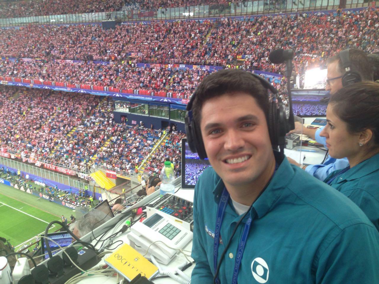 O jornalista da Globo, Marcelo Courrege, em transmissão de jogo  (Foto: Reprodução)