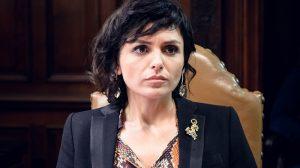 Celeste (Monica Iozzi) em 'Vade Retro' (Foto: Globo/Ramón Vasconcelos)