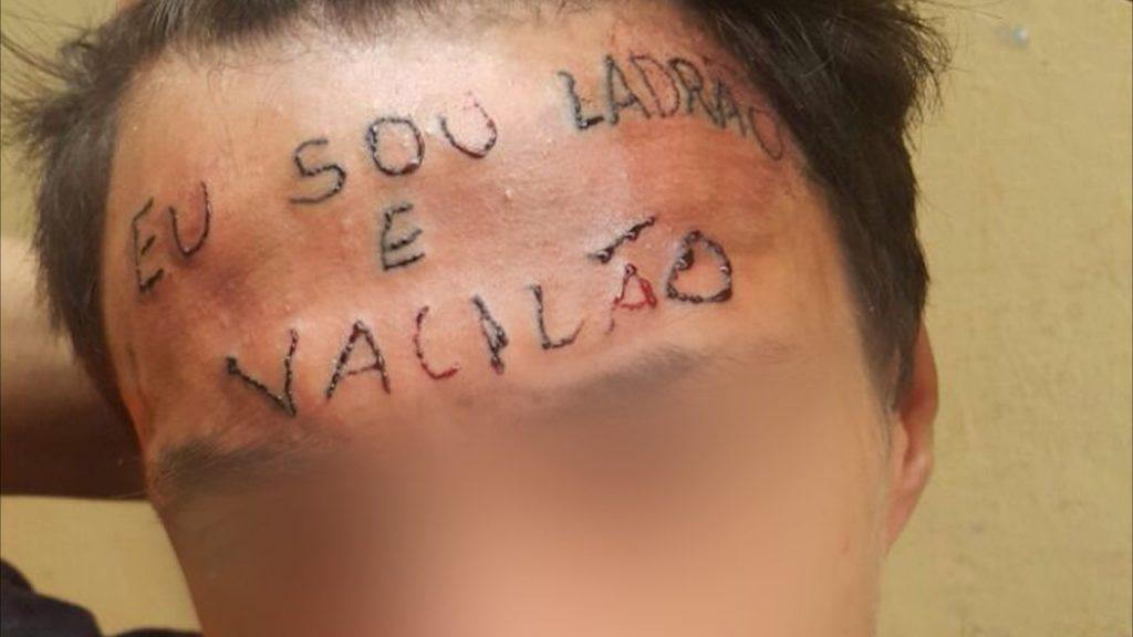 O jovem que teve frase tatuada na testa deu entrevista para o Domingo Espetacular (Foto: Reprodução)