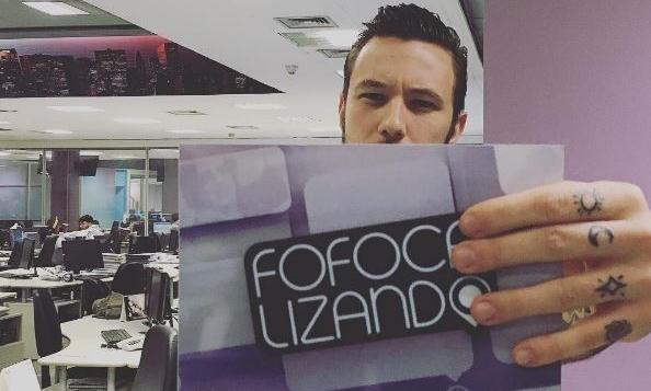 """Gabriel Cartolano, ex-Homem do Saco que virou co-apresentador do """"Fofocalizando"""" (Foto: Reprodução/SBT)"""