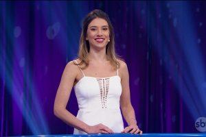 """Rebeca Abravanel no comando do """"Roda a Roda"""" (Foto: Reprodução/SBT)"""