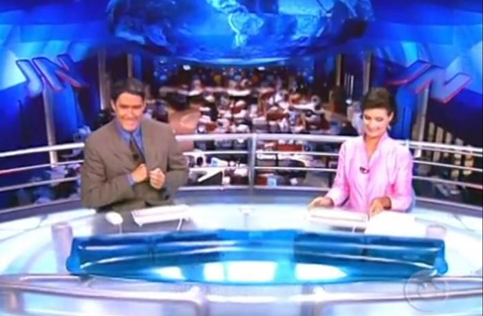 """William Bonner e Fátima Bernardes no """"JN"""", em 2000 (Foto: Reprodução/Globo)"""