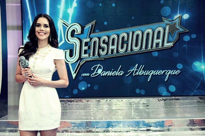 """Daniela Albuquerque é quem comanda o programa """"Sensacional"""" na RedeTV (Foto: Reprodução)"""