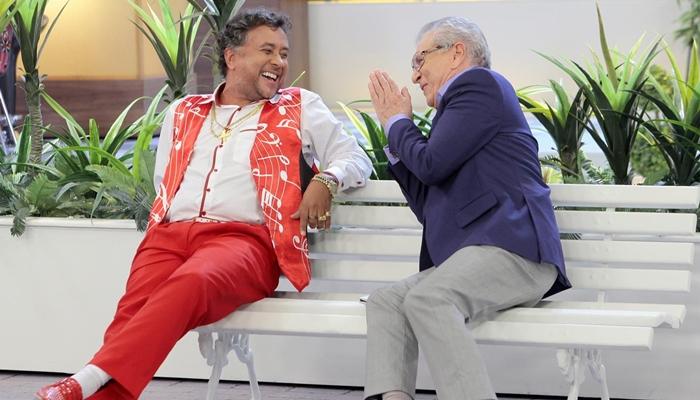 """Paulinho Gogó (Maurício Manfrini) e Carlos Alberto de Nóbrega em """"A Praça é Nossa"""" (Foto: Lourival Ribeiro/SBT)"""