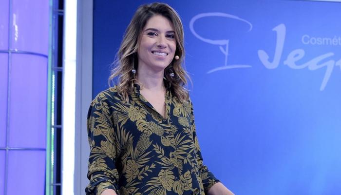 """Rebeca Abravanel no comando do """"Roda a Roda"""" (Foto: Lourival Ribeiro/SBT)"""