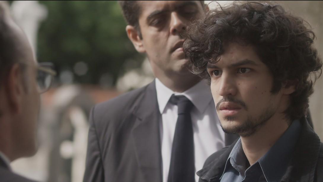 """Gustavo (Gabriel Leone) em cena de """"Os Dias Eram Assim"""" (Foto: Reprodução/Globo)"""