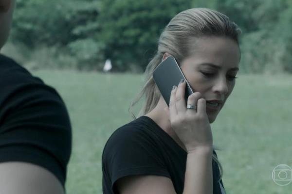Jeiza (Paolla Oliveira) comete gafe na novela das nove. Foto - reprodução.