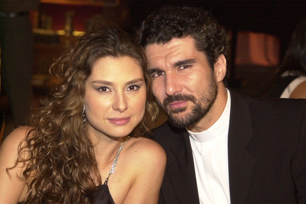 Lavínia Vlasak e Nicola Siri viveram Laura e Padre Pedro em Mulheres Apaixonadas (2003). (Foto: Giane Carvalho)