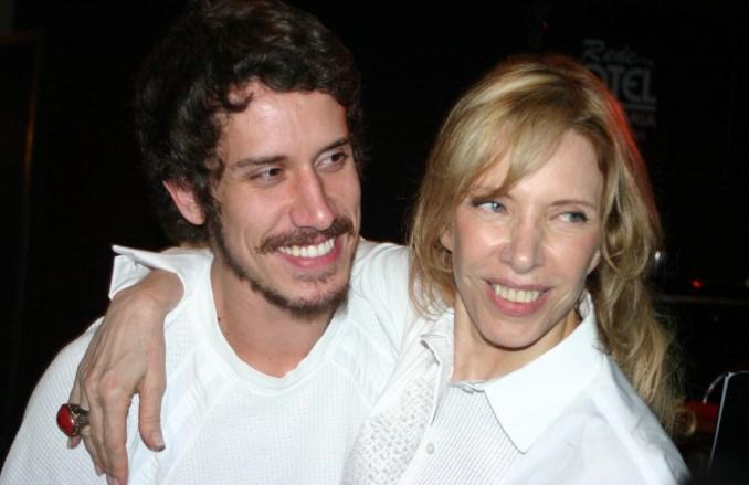 Marília e o filho, Theodoro. Foto - divulgação.