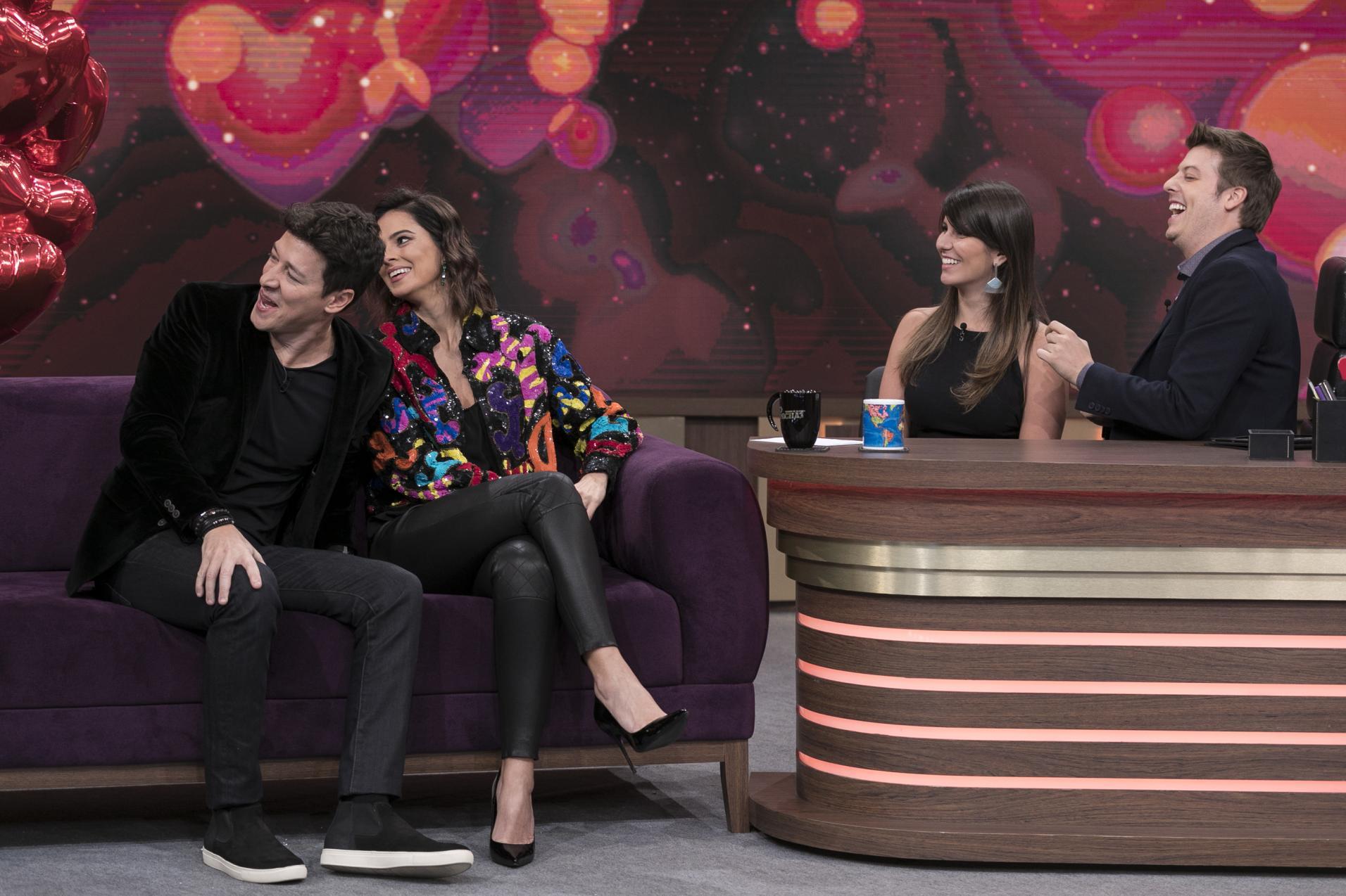 Rodrigo Faro, a esposa Vera Viel, Porchat e a noiva estiveram no programa (Edu Moraes/Record TV)