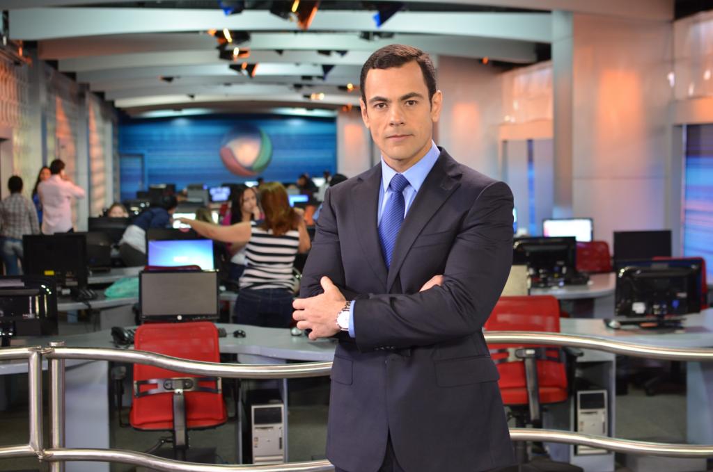O jornalista Tino Junior. (Foto: Reprodução/Record)