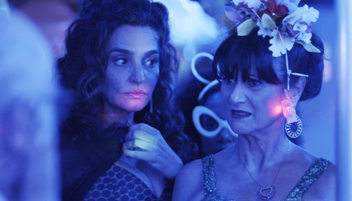 """Cândida (Gisele Fróes) e Edinalva (Zezé Polessa) em cena de """"A Força do Querer"""" (Foto: Divulgação/Globo)"""