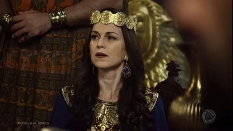 """Adriana Garambone (Amitis) em cena de """"O Rico e Lázaro"""" (Foto: Reprodução/Record)"""