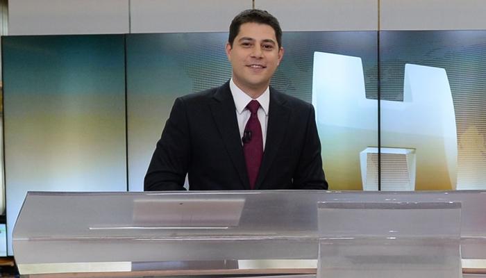 "Evaristo Costa no ""Jornal Hoje"" (Foto: Globo/Zé Paulo Cardeal)"