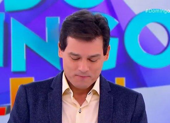 O contratado de Silvio Santos, do SBT, Celso Portiolli apresentador do Domingo Legal soltou o verbo no programa do humorista Danilo Gentili (Foto: Reprodução/SBT)