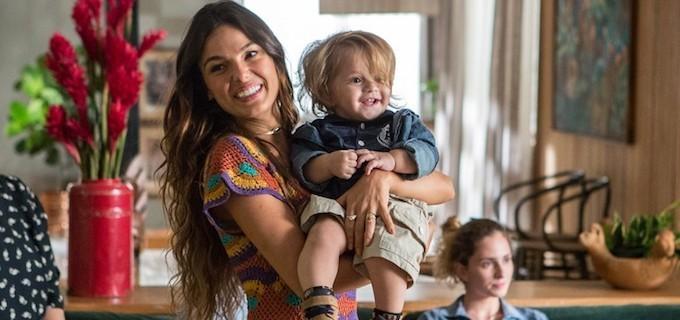 Ritinha e o filho Ruyzinho em A Força do Querer (Foto: FÁBIO ROCHA/TV GLOBO)