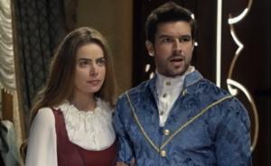 """Rayanne Morais (Pietra) e Bernardo Velasco (Enrico) em """"Belaventura"""" (Foto: Reprodução/Record)"""
