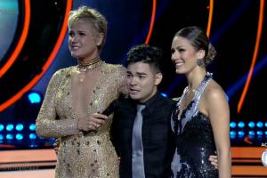 """Xuxa e Yudi, o campeão da noite, na estreia do """"Dancing Brasil 2"""" (Foto: Reprodução/Record)"""
