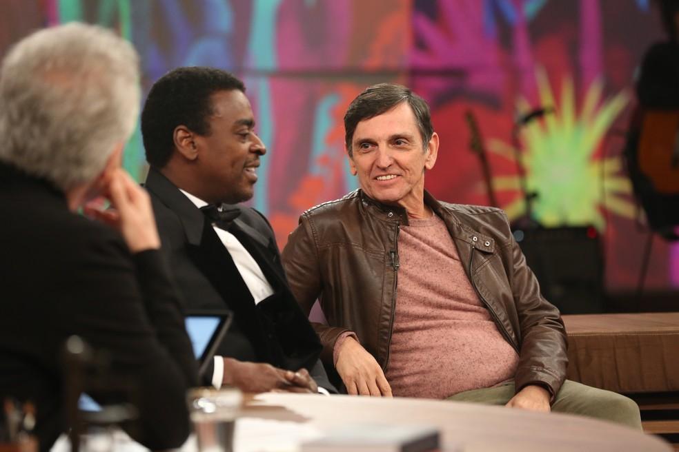 """Paulo Miklos e seu Jorge no """"Conversa com Bial"""" (Foto: Carol Caminha/Gshow)"""