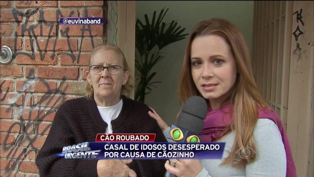 """A repórter Fabíola Figueiredo em ação no """"Brasil Urgente"""". (Foto: Reprodução/Band)"""