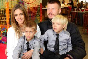 Fernanda Lima, os filhos e o marido Rodrigo Hilbert (Foto: Divulgação)