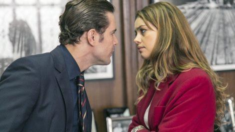 Vitor (Daniel de Oliveira) e Alice (Sophie Charlotte) discutem em 'Os Dias Eram Assim' (Foto: Globo/Rafael Campos)