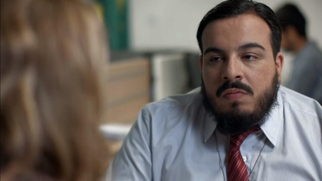 """O ator Luís Lobianco em cena do """"Porta dos Fundos"""". (Foto: Reprodução/Youtube)"""