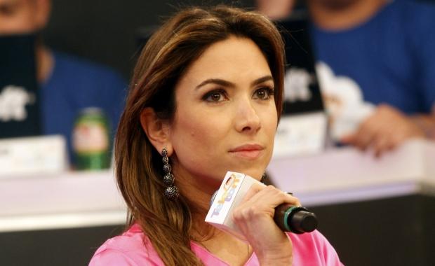 """Patricia Abravanel """"desceu do salto"""" durante discussão. (Foto: Rogério Lacanna / Editora Globo)"""