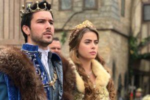 atores de belaventura caracterizados como príncipe e princesa