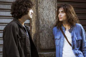 """Gustavo (Gabriel Leone) e Rimena (Maria Casadevall) em cena de """"Os Dias Eram Assim"""" (Foto: Divulgação/Globo)"""